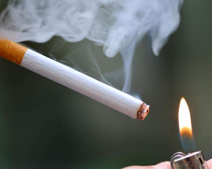 hút thuốc gây cháy nhà