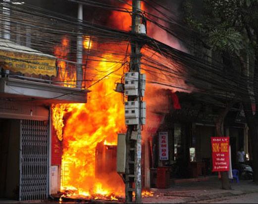 cháy nhà thật nguy hiểm