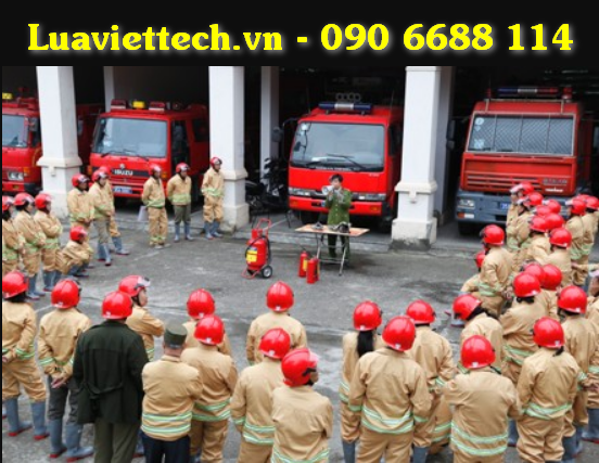 quần áo chữa cháy và bình cứu hỏa