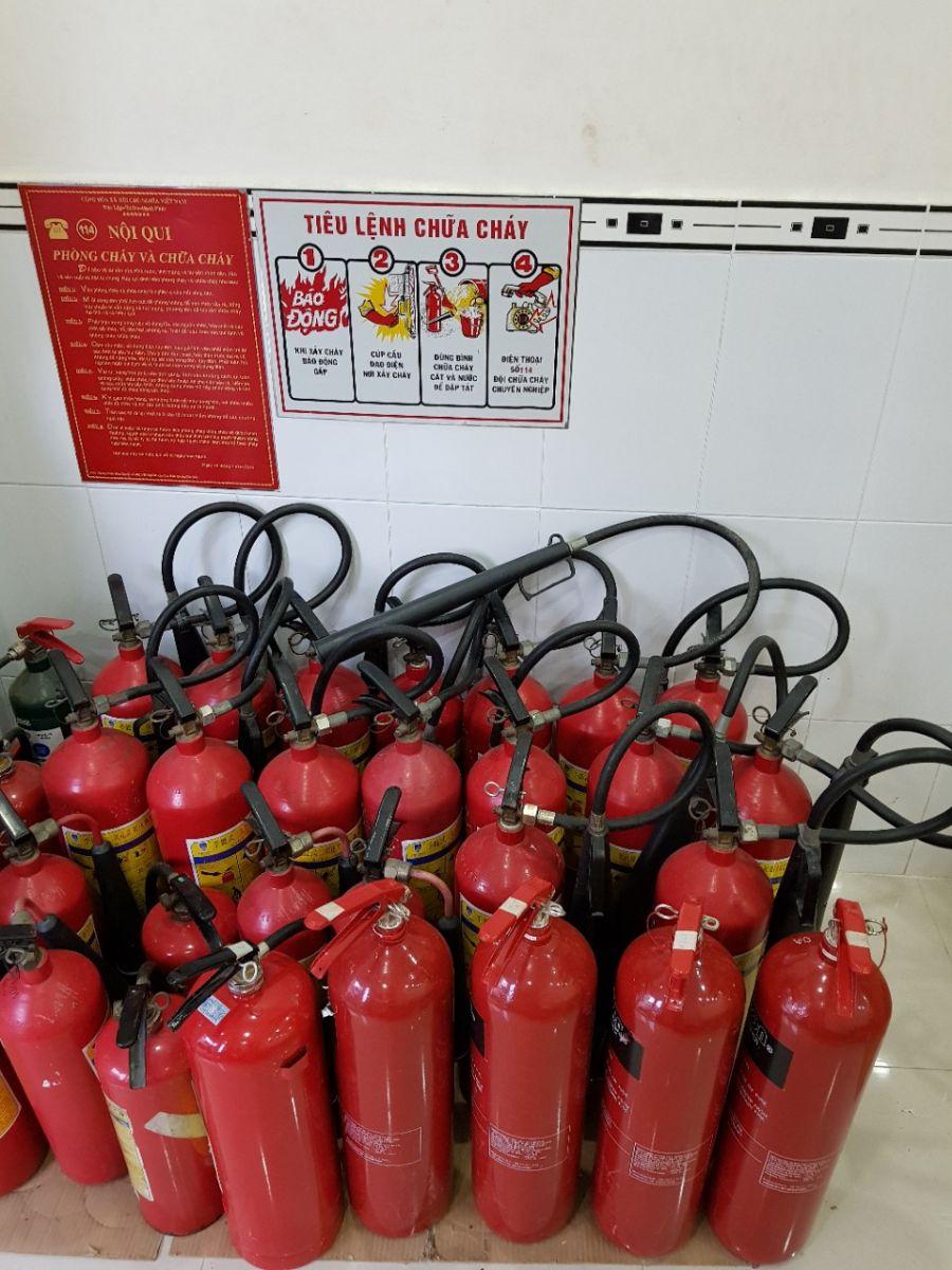 binh chua chay da nạp sạc chất chữa cháy