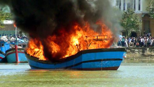 cháy tàu cá do gas