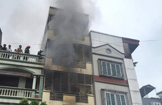 cháy nhà dùng thang dây thoát hiểm
